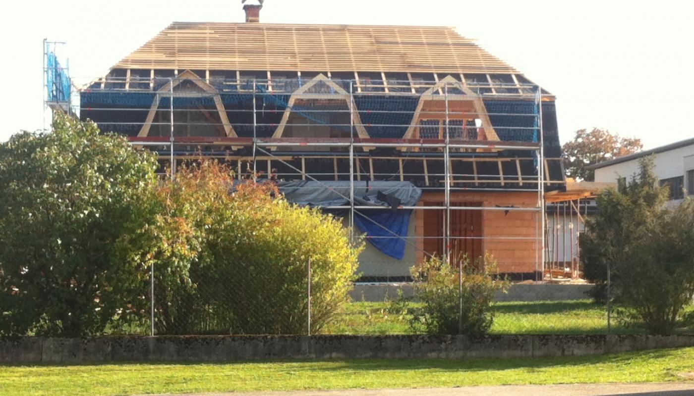 Mansardendach Sanierung und Verlängerung, Einbau von Gauben