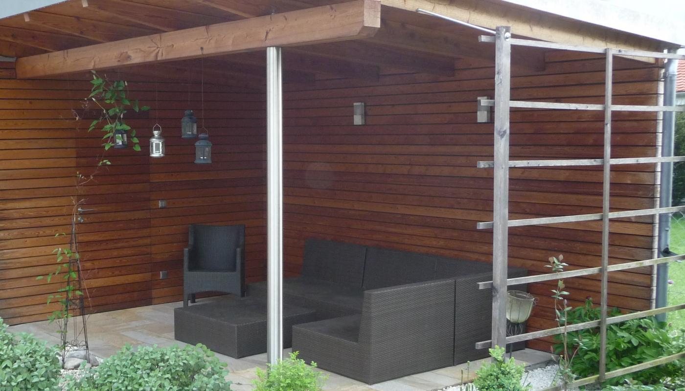 Sitzplatzüberdachung mit Lärchen-Rhombus-Schalung